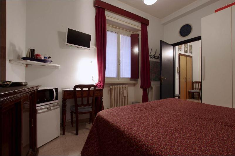 La camera con letto matrimoniale