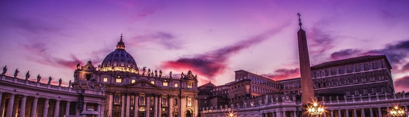 Piazza San Pietro di notte
